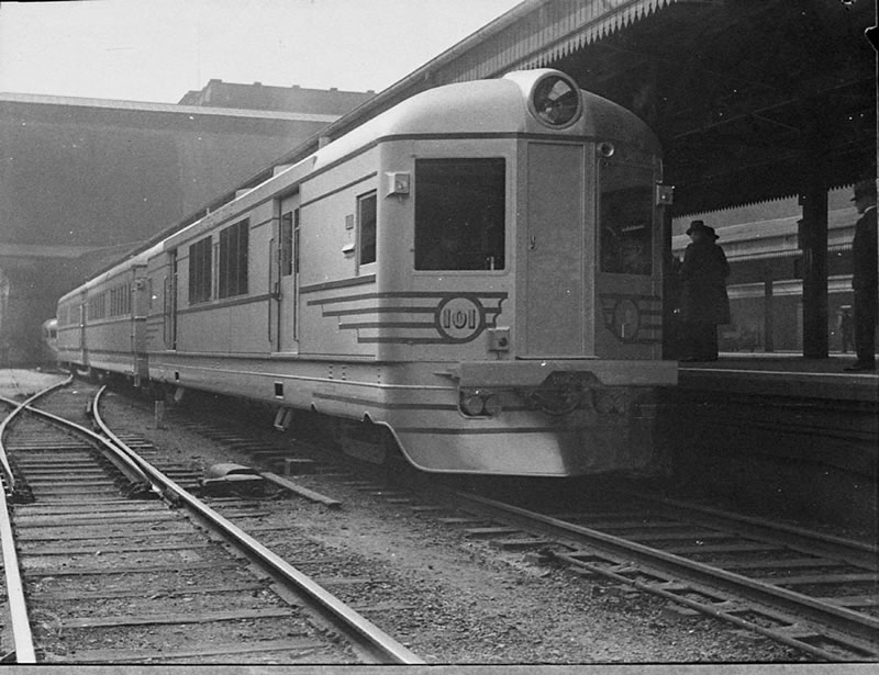 Silver City Comet at Centr