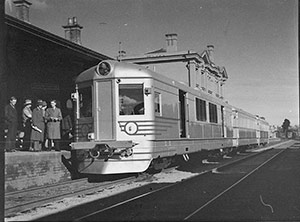 Silver City Comet at Moss Vale